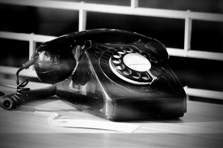 Vieux-téléphone-Noir-et-blanc